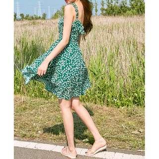 小浪漫碎花點綴飄逸洋裝 dress ( CHUU 官網代購 ) 細肩帶 綁帶 連身裙 短裙 荷葉邊 裙子