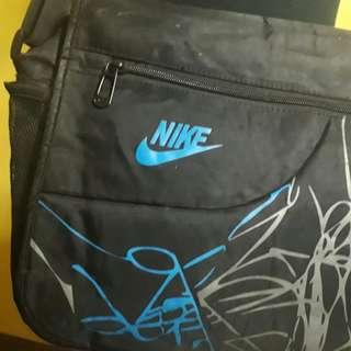 Preloved Nike Messenger Sling Bag