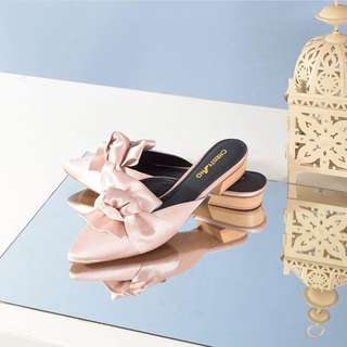 Belle Knot Flat by ChristyNg