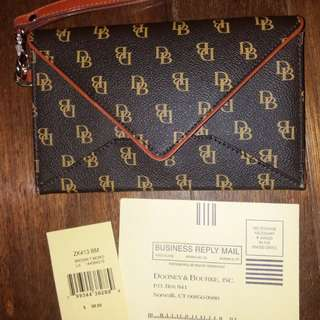 💯Original like new dooney and bourke monogram wristlet wallet