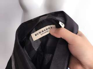 Auth Burberry black collared top