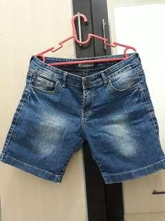 Celana pendek jeans nevada