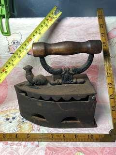 不知年份的生鐵燙斗高195mm重2100克