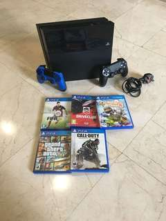 Authentic PS4 + 2 controllers + 8 games