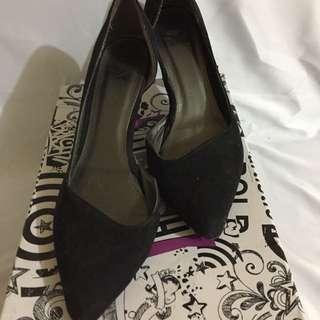 Heels hitam ukuran 40