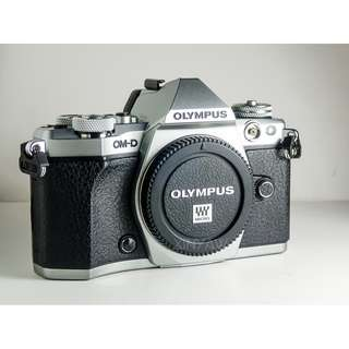 Olympus E-M5 Mark II (Body) with new HLD-8G Grip
