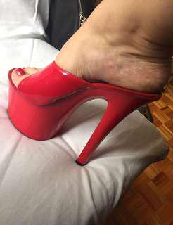 Reduced! BRAND NEW red pattened stiletto size 9