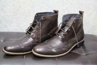 雕花咖啡中筒靴