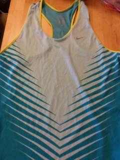 Nike dri fit top.  Size L.  100% 真。  95% 新。包平郵。