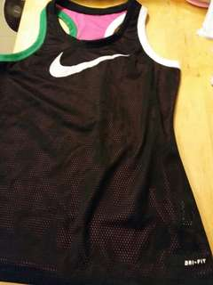 Nike dri fit 雙面背心。  100% 真。  95% 新。包平郵。