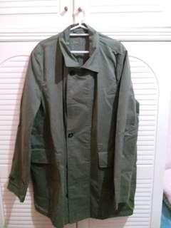 全新 軍綠色外套 中碼 衫長35寸,胸闊22.25寸