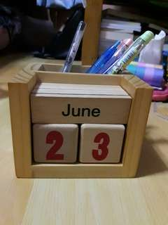 Wooden Desk Calendar with Pen Holder!!!