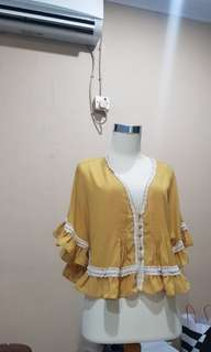 Coco kelen vintage lacey outer