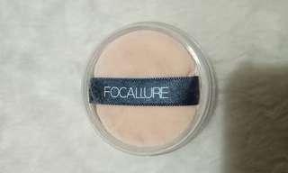 Loose powder focallure