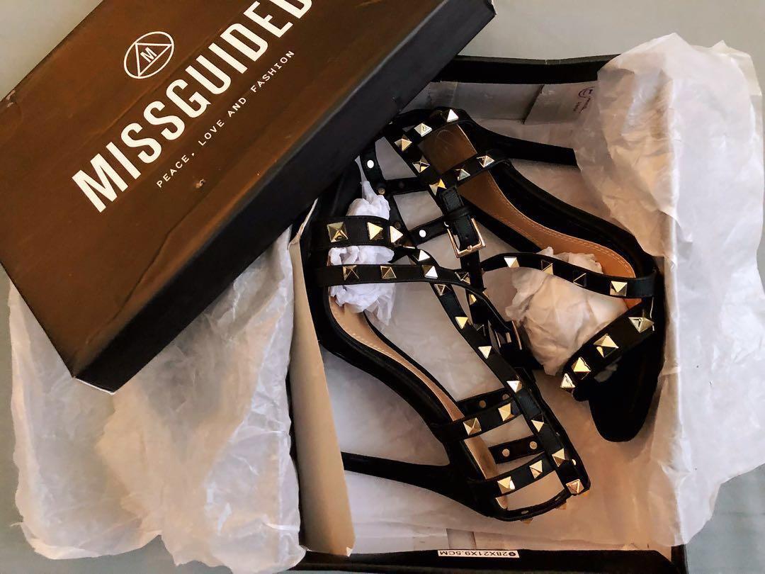 e17ec0ca518 Misguided Pyramid Cross Strap Sandals
