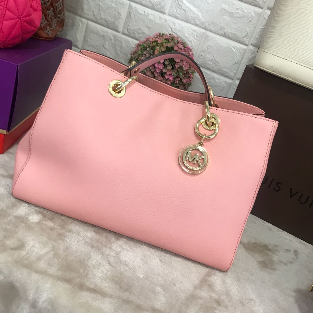 f8019269ce Home · Luxury · Bags   Wallets. photo photo photo