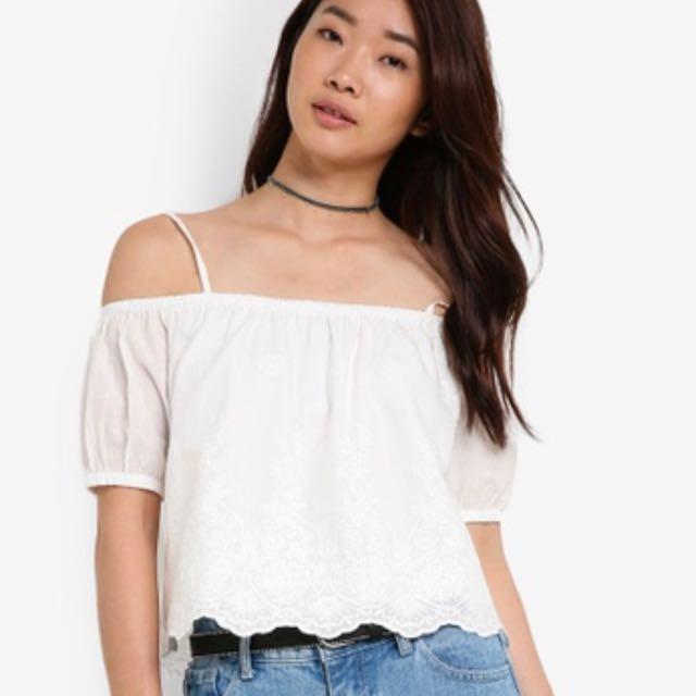 3e5427fce80752 zalora love cold shoulder cropped top, Women's Fashion, Clothes ...
