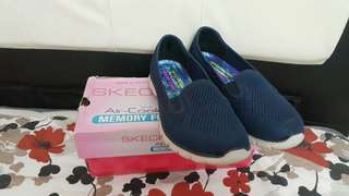 Skechers shoes with box