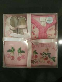 *BRAND NEW, LAST SET LEFT* Carter's Baby Girl Gift Set