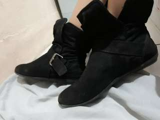 Boots black payless