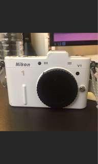 🚚 Nikon v1鋼琴白
