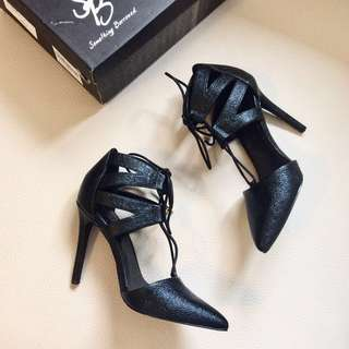 Cut Out Pointed Heels (Brandnew)