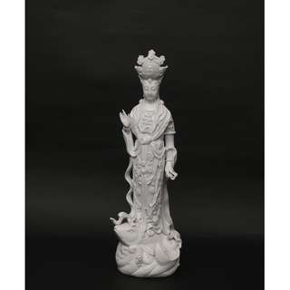 Selling a piece of fine Porcelian Goddess of Mercy statuette.