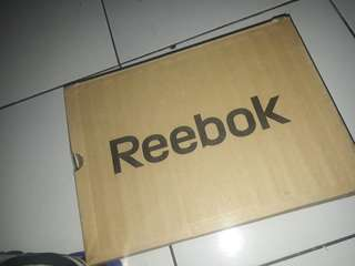 Reebok YOURFLEX TRAIN RS 4.0 Made in vietnam Size 44  / 28,5 cm Pemakaian normal Insole aman Kondisi 95% Box no damage 350k nego tipis Minat chat wa 083854607008