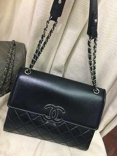 美品Chanel黑色牛皮大黑扣銀鍊jumbo flap bag 31x30x9cm