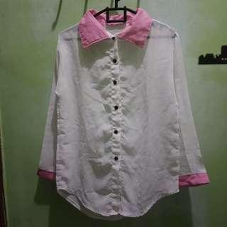 Kemeja putih pink