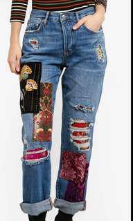 ⤵RM80 Embellished patch boy friend jeans