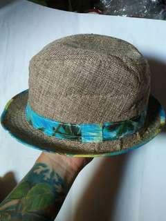 Porkpie Panama Hats /Fedora Straw hat  Mirip Brixton Panma Hats Motif: Hawaian Beach Japan Market Rare/Limited Edition Material bahan kaku like new/kondisi 99% sangat mulus seperti baru.  bahan jerami