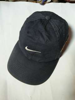 Topi Nike edisi Tiger Woods Commercial (Tama Hills Golf Course Japan)  Original made in Japan Classic/Vintage Authentic Rare/Limited Edition size: free/all size (dewasa) Pakai strap belakang full tag logo brand