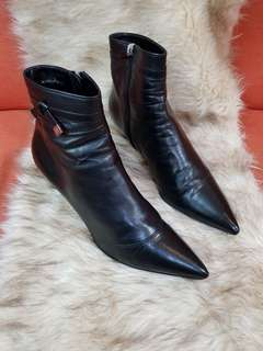 Authentic Louis Vuitton Ankle Boots Black Leather Pointed Kitten Heel Size 39 1/2