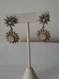 New Earrings nacar and gold flower shaped