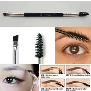 Anastasia angled brush brow brush