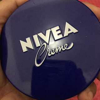 Nivea Creme Tin 60ml (Pelembap)