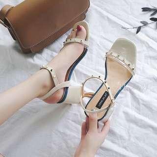 🚚 韓風氣質✨鉚釘一字扣短粗跟涼鞋