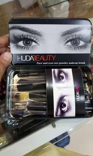 HUDA MAKEUP BRUSH