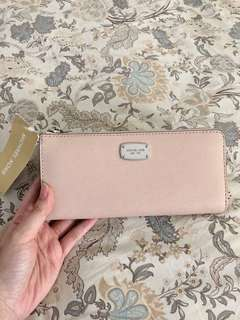 (New) Michael Kors Jet Set Travel Wallet in Ballet