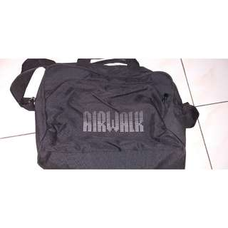 Airwalk slingbag