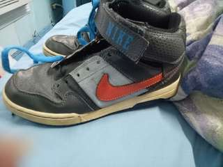 Boys authentic Nike's US size 2 or 33