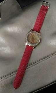 Jam tangan merah formil