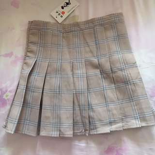 BNWT Taupe checkered skorts