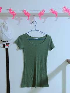 🚚 軍綠色貼身上衣