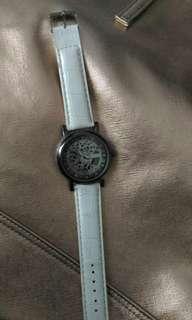 Preloved jam tangan putih formil