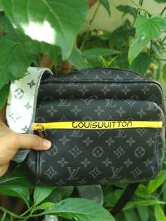 LV APOLLO SLING BAG