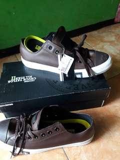 Sepatu converse ox premium