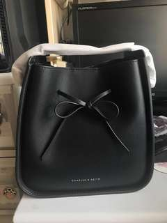 Charles & keith ck 黑色蝴蝶結側咩袋 手袋 ribbon 水桶DRAWSTRING BAG