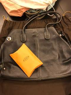 Tod's bag in black color, practical and durable